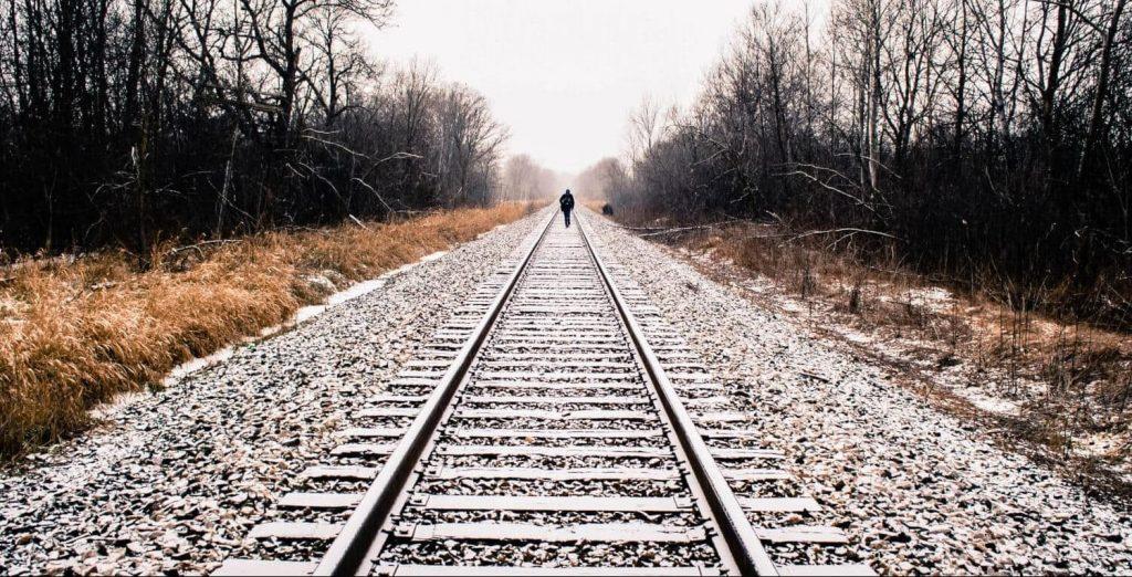 Vías de tren, el origen de los semáforos y la regulación del tráfico