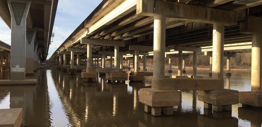 El puente de Kingwood Texas dónde webber liderará reparaciones de emergencia