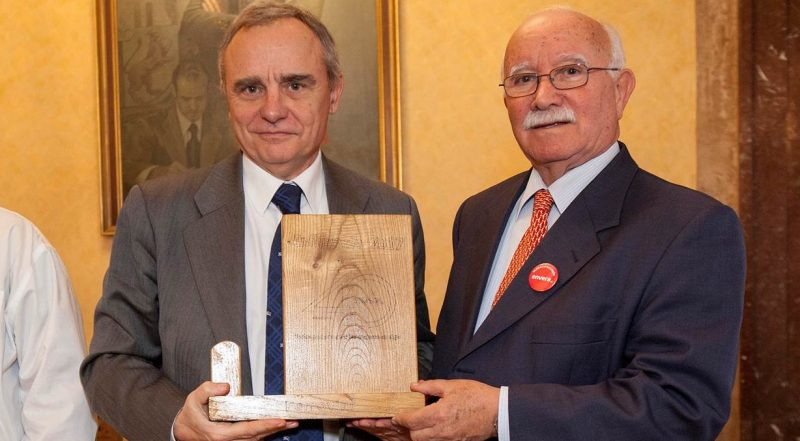 Fundación envera present Ferrovial with award for corporate responsibility