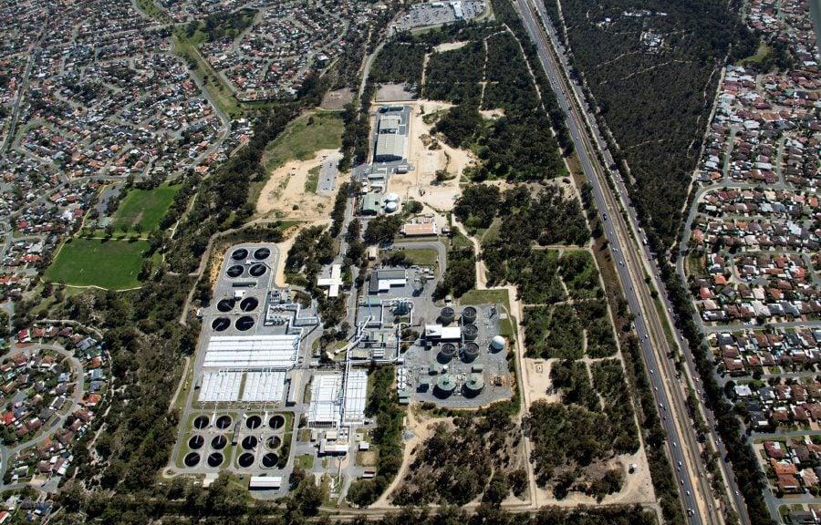 Vista aérea de la planta de tratamiento de aguas residuales de Beenyup en australia