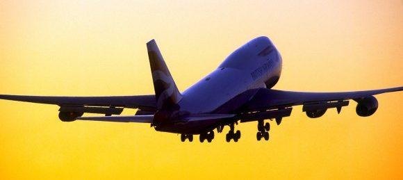 resultados tercer trimestre aeropuerto heathrow, avion puesta de sol