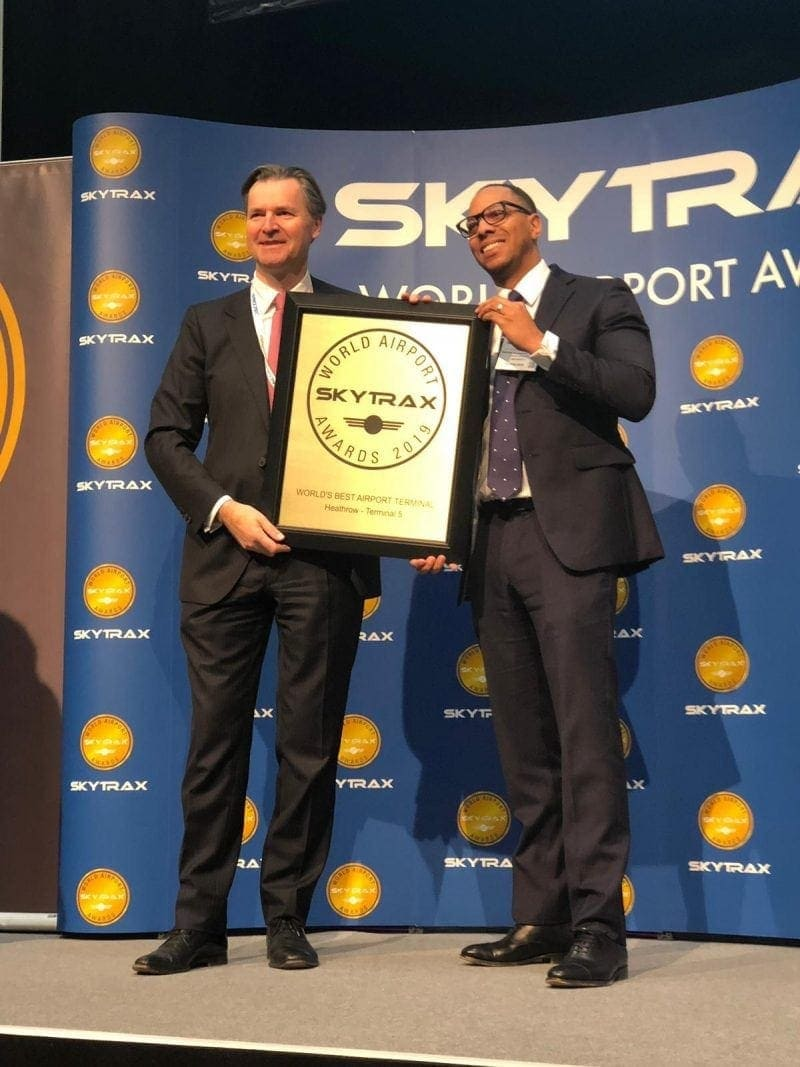 man receives skytrax award