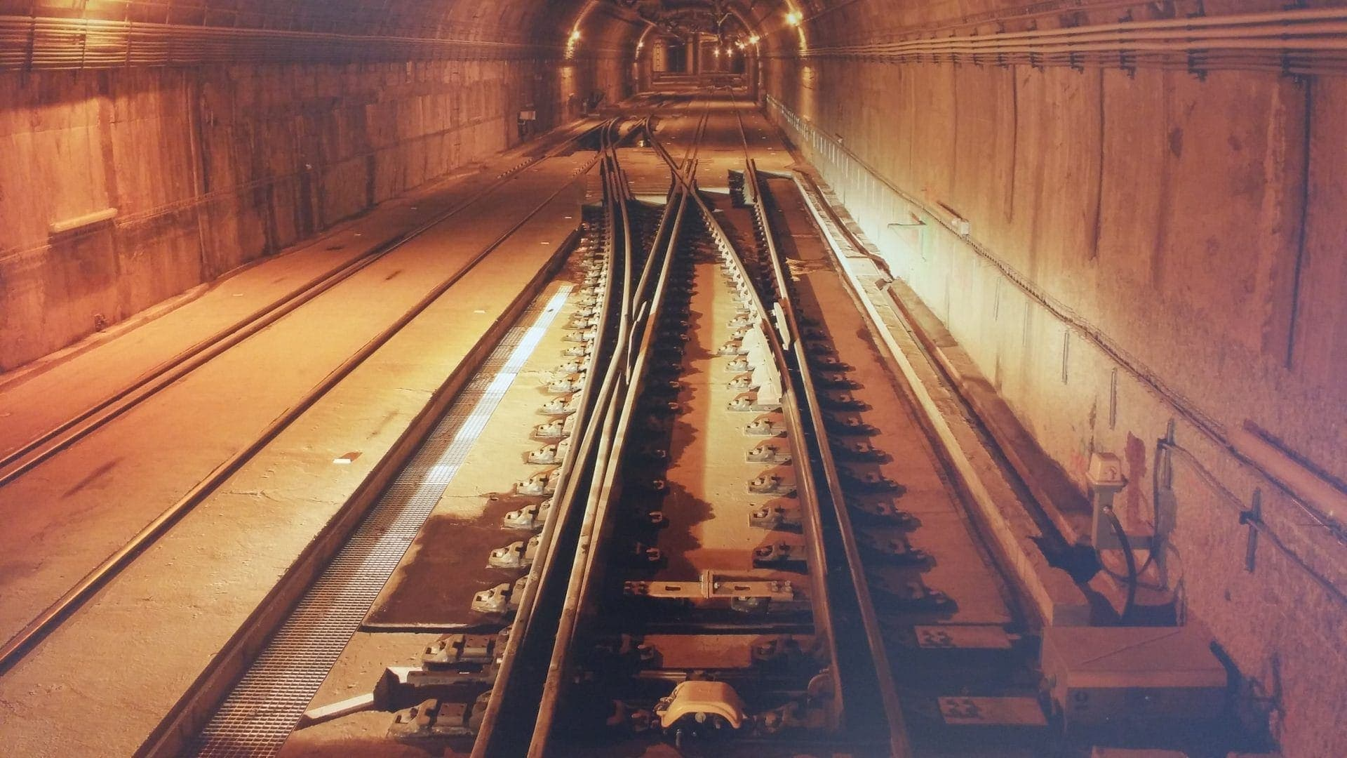 Image of a tunnel of the railway network
