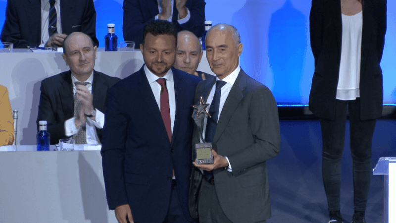 Rafael del Pino receiving the ASTER award for his professional career