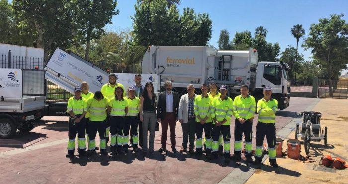 Imagen del equipo de recogida de residuos de Coria del Rio