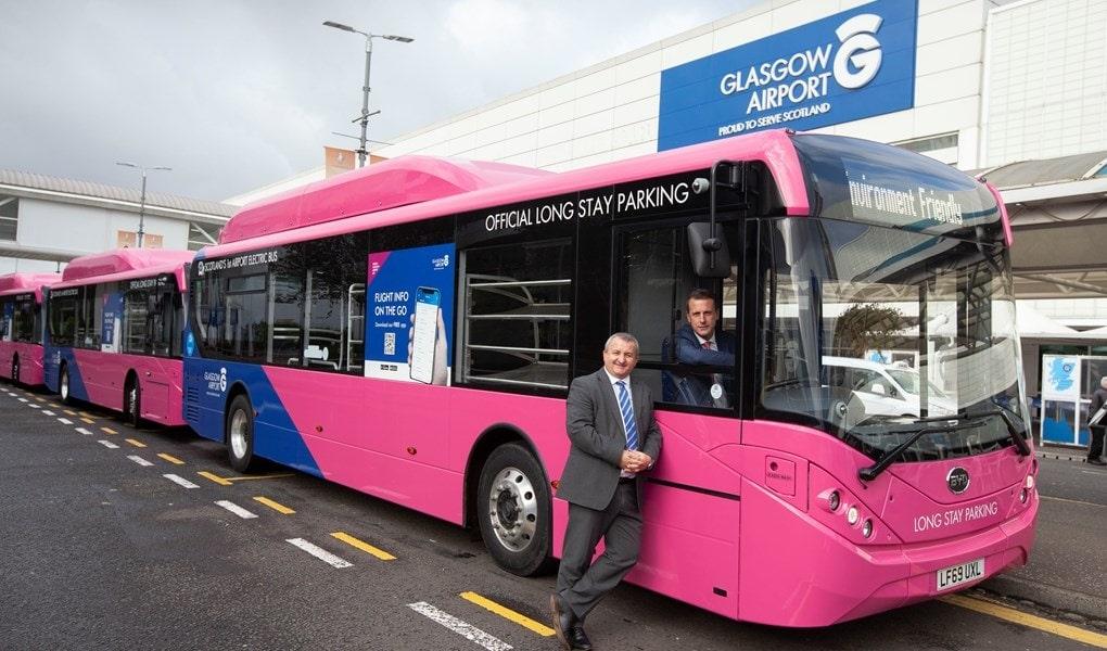 Imagen de uno de los autobuses electricos que operararn en el aeropuerto de Glasgow