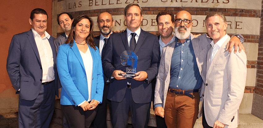 Equipo recogiendo premio ComputerWorld 2019