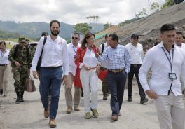 Image of a moment of the visit of the vice president of Colombia to the cocoa route