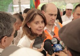 Image of the vice president of Colombia attending the media